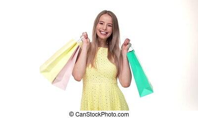 sacs, achats femme, tenue, acheteur, jeune, fond, blanc, heureux, studio.