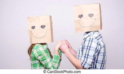 sacs, amour, gris, couple, jeune, fond, têtes, sur