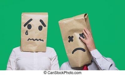 sacs, concept, gens, peint, têtes, couple, fatigué, triste, gestures., leur, émotions, pleurer, emoticon