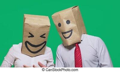 sacs, concept, gens, peint, têtes, couple, gestures., leur, laugh., joie, émotions, emoticon, sourire