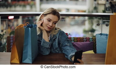sacs, février, café, achats, prend, elle, séance, -, selfie, 2018:, lviv, téléphone, ukraine, 2, blond, jolie fille
