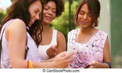 sacs, femmes, smartphones, achats, ville