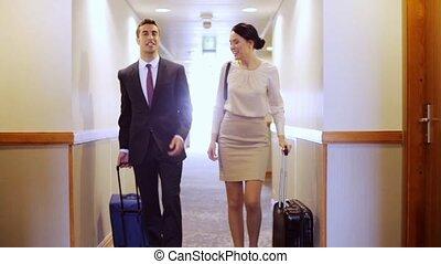 sacs, voyage commercial, couloir hôtel, équipe