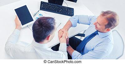 sacudida, hombres de negocios, oficina, manos