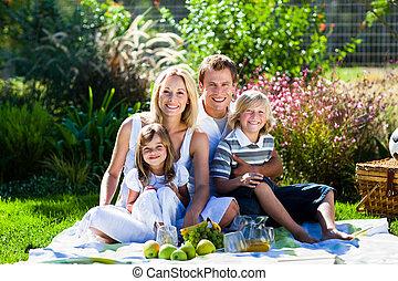 sad, piknik, mláde rodinný, obout si