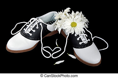 saddle shoes with daisies - Saddles shoes with heart...