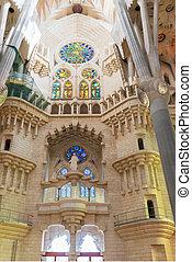 Sagrada Familia interior, Barcelona - Sagrada Familia...