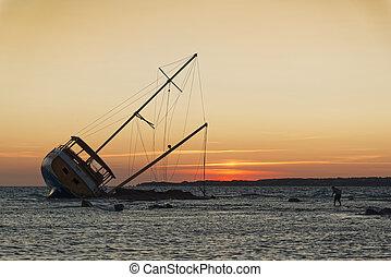 Sailing ship stranded on the rocks - Sailboat, stranded...