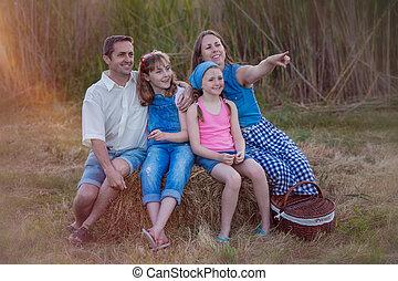 sain, famille heureuse, dehors, dans, été, pique-nique