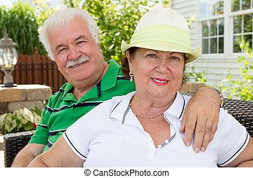 sain, personne agee, couple heureux, séduisant