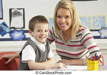 sala aula, escola, trabalhando, primário, pupila, escrivaninha, professor masculino
