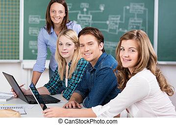 sala aula, estudantes, faculdade, grupo, sorrindo