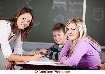 sala aula, estudantes, sorrindo, professor, junto