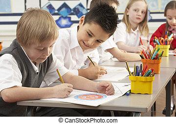 sala aula, grupo, trabalhando, primário, escrivaninhas, schoolchildren