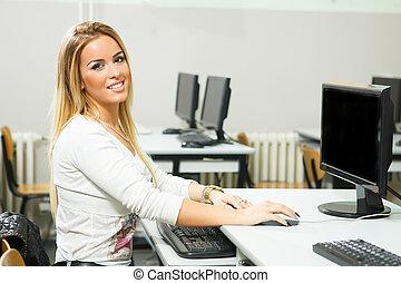 sala aula, mulher, computador, jovem, trabalhando