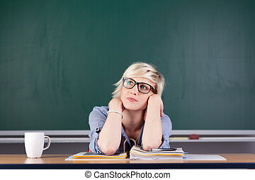sala aula, pensativo, mulher, escrivaninha