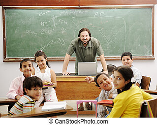 sala aula, pequeno, seu, estudantes, professor, feliz