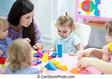 sala aula, toddlers, cor, tocando, crianças, lição, blocos