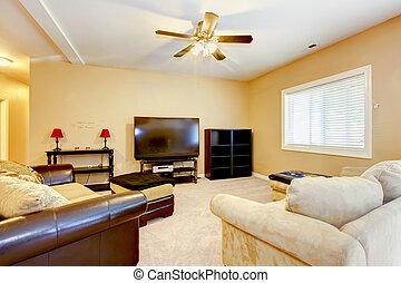 sala de estar, marrom, amarela, sofás, tv.