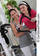 sala gimnastyczna, kobieta, brunetka