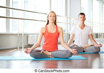 sala gimnastyczna, medytacja