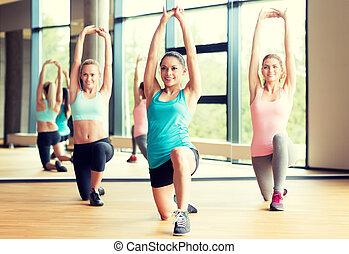 sala gimnastyczna, poza, grupa, pracujący kobiety