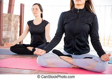 sala gimnastyczna, rozmyślanie, yoga klasa