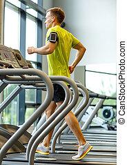 sala gimnastyczna, smartphone, wykonując, człowiek, deptak