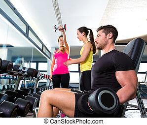 sala gimnastyczna, weightlifting, stosowność, hantel, trening, człowiek