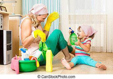 sala, limpeza, mãe, divertimento, criança, tendo, feliz