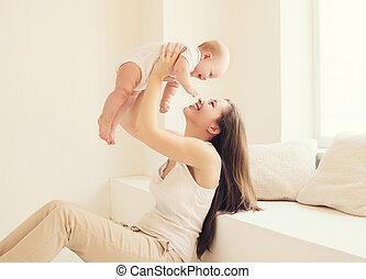 sala, mãe, bebê, lar, branca, tocando, feliz