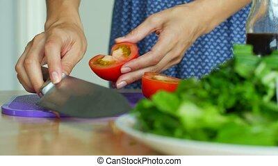 salad., légumes, femme, crumbles, ingrédients, découpage tranches couteau