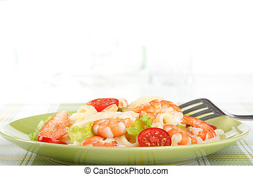 Salad of king prawns, tomatoes and pasta