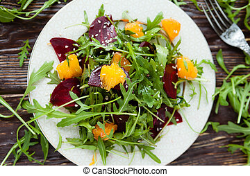 salad with arugula and beets