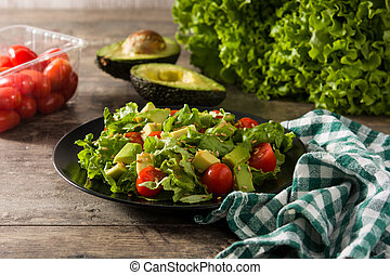 Salad with avocado, lettuce, tomato and flax seeds
