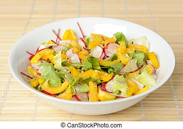 Salad with lettuce, yellow pepper and radish