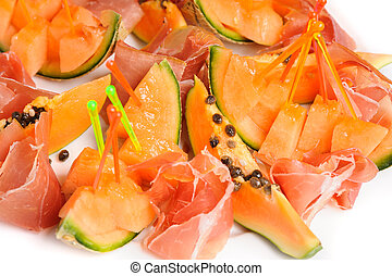 salad with prosciutto and papaya