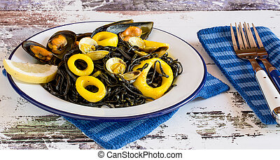 Salad with seaweed and calamary