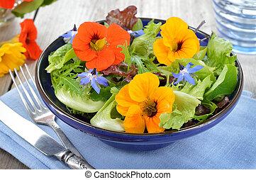salada, com, comestível, flores, nasturtiu