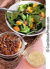 salada espinafre, com, pecans, pêssegos, e, vestindo