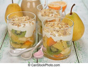 salada fruta, creme chicoteado