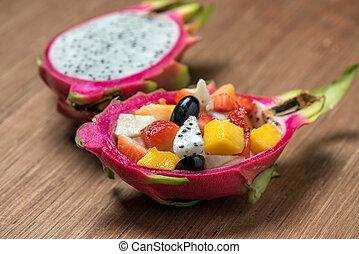 salada fruta, em, dragonfruit, ligado, madeira, fundo