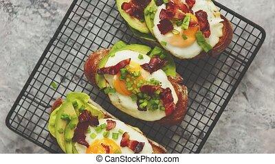 salade verte, lard, concept., fait maison, oeuf, pains ...