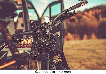 sale, fourgon campeur, camping car, vélo tout terrain