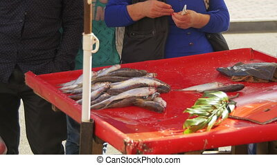 Sale of Fish in the Spontaneous Market