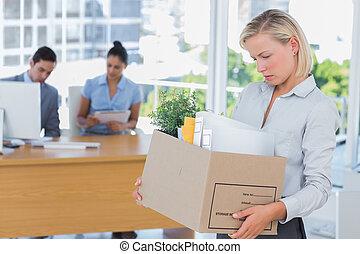 salida, de, oficina, mujer de negocios, puesto, después, ser