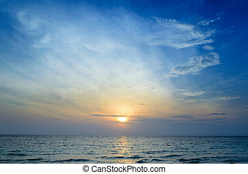 salida del sol, en el mar