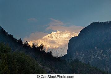 salida del sol, en, el, montaña, nepal