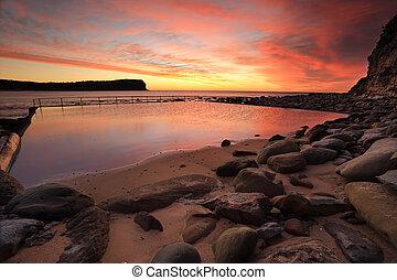 salida del sol, en, macmasters, playa, central, costa, australia