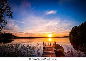salida del sol, encima, el, embarcadero de la pesca, en, el, lago, en, finlandia